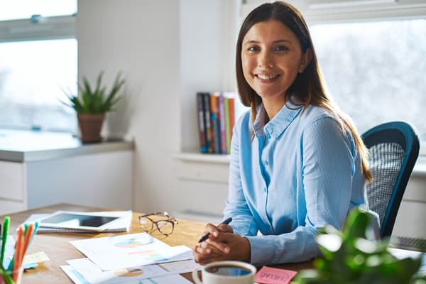 Happy-Woman-Desk-Individual-401(k)